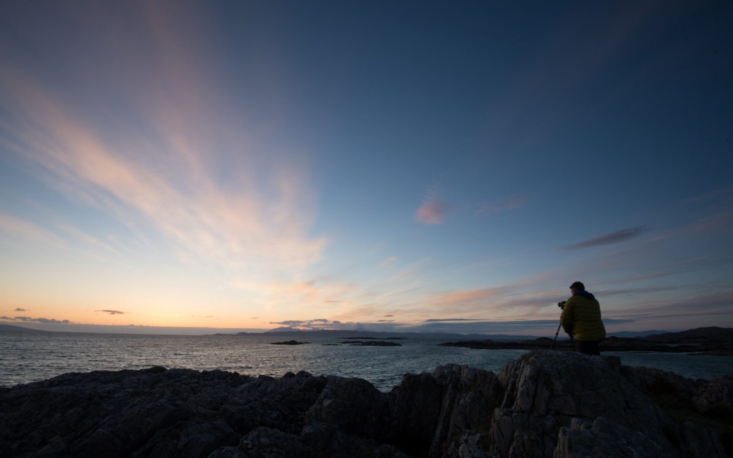 Photographing sunset on Camusdarach Beach in the highlands of west Scotland coastline on Mallory on Travel adventure travel, photography, travel ALI_Camusdarach8683